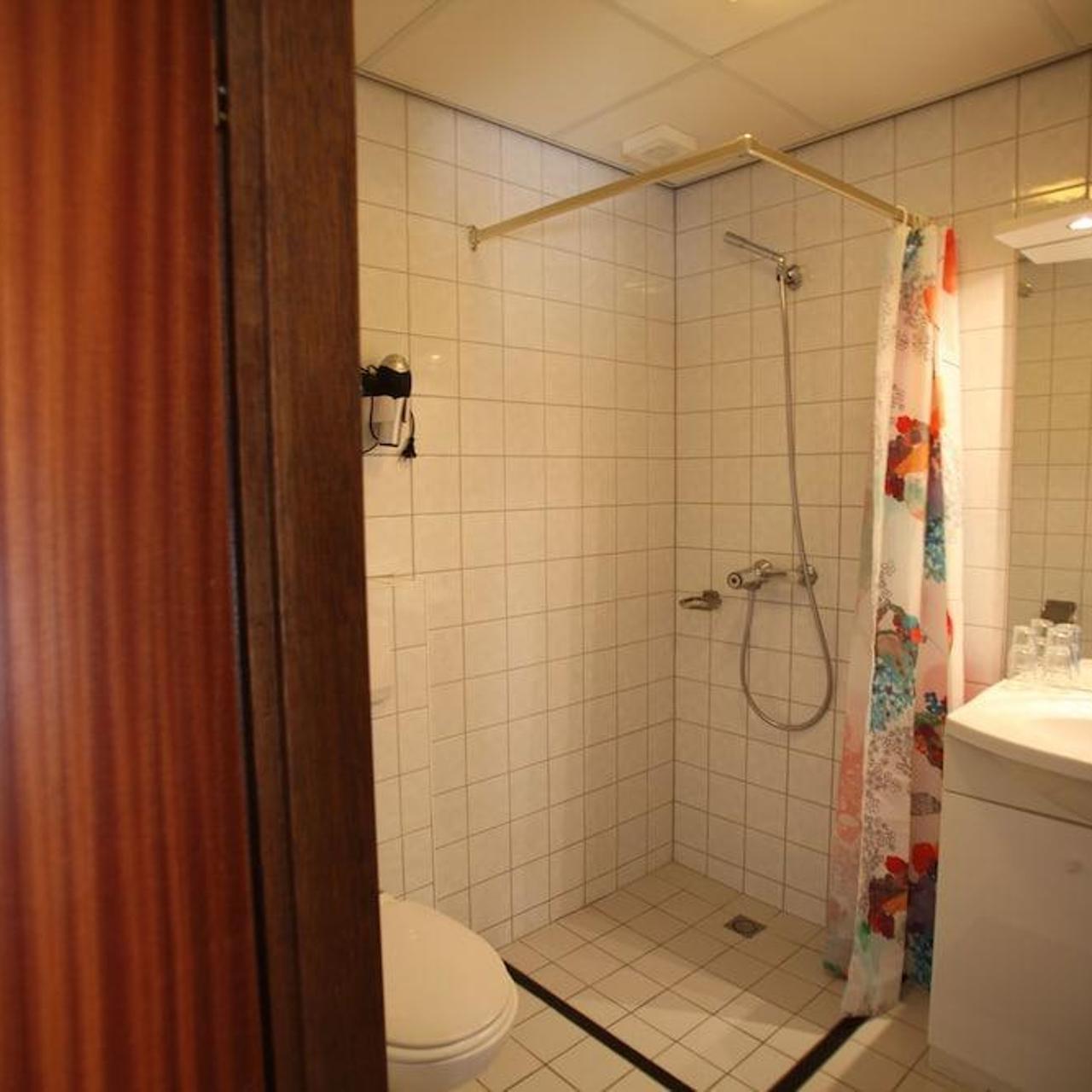 Hotel Het Wapen Van Enkhuizen Nederland Bij Hrs Met Gratis Diensten