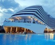 Titanic  Beach Lara