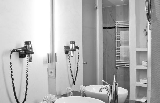 Ringhotel Zum Roten Baeren-Freiburg im Breisgau-Bathroom