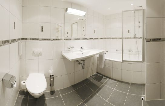 Hotel Fortuna-Kirchzarten-Bathroom