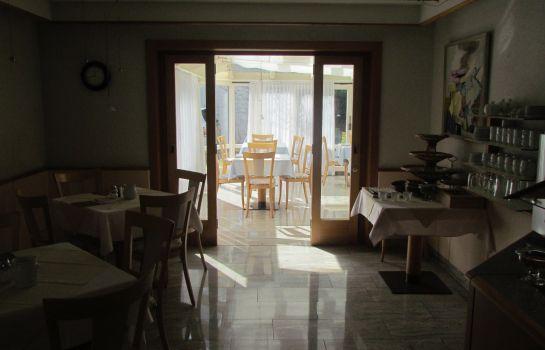 Zum Kreuz Gasthof-Freiburg im Breisgau-Breakfast room