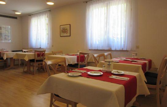 Hirschengarten-Freiburg im Breisgau-Breakfast room