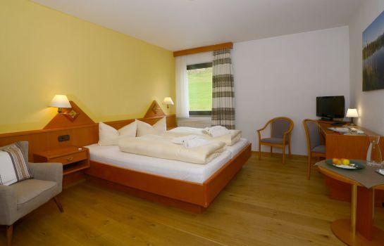 Eggensberger_Biohotel_Wellness-Fuessen-Doppelzimmer_Standard-1-43937 Room