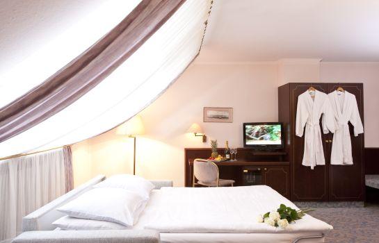 Leine-Pattensen-Triple_room-1-74591