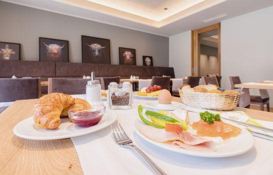 Heuboden Hotel HeuLoft-Umkirch-Breakfast room