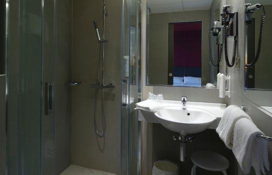 Kyriad Montbeliard Sochaux-Montbeliard-Bathroom