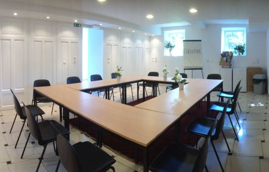 Le Manoir-Barr-Meeting room