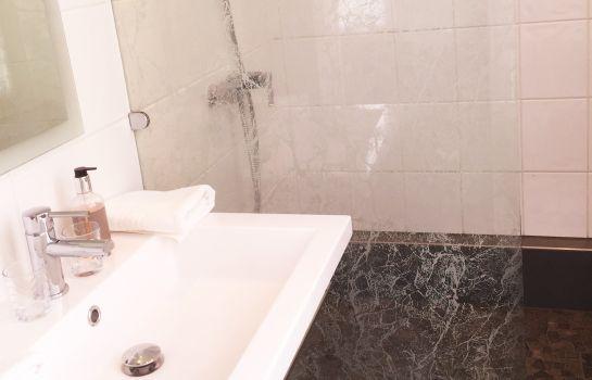 Le Manoir-Barr-Bathroom