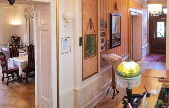 Le Manoir-Barr-Reception