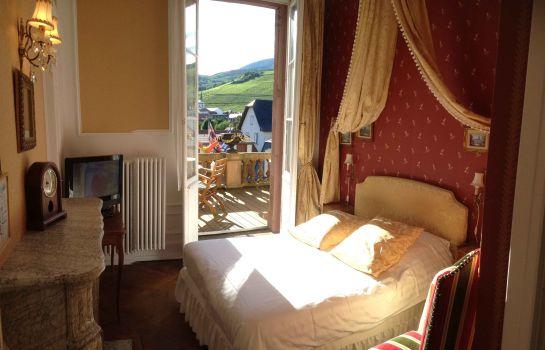 Le Manoir-Barr-Room with balcony