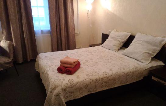 hotels near smolny cathedral rh tradefairdates com