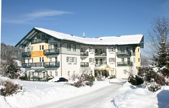 Crystls Aparthotel