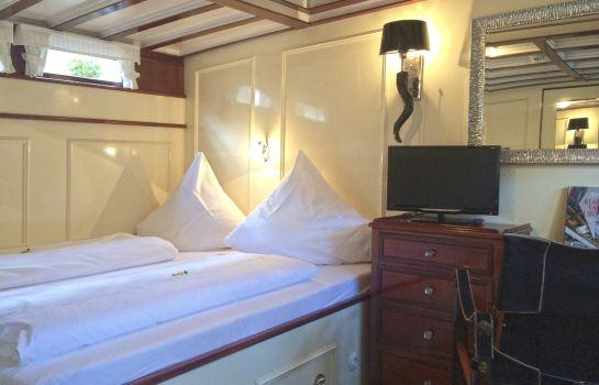 Hotelschiff Nedeva Check In bis 18 UHR - telefonisch anmelden