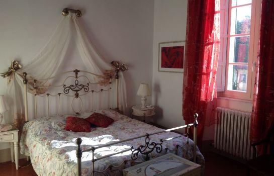 Villa Conti-Fauglia-Dreibettzimmer