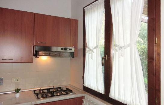 Villaggio Orizzonte-Piombino-Kche im Zimmer