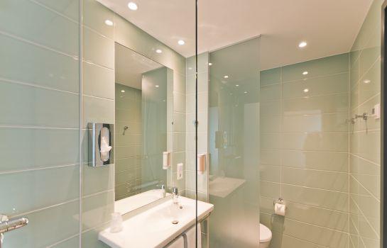 Super 8 Freiburg-Freiburg im Breisgau-Bathroom