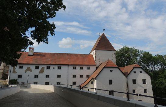Neuburg a.Inn: Gästehaus Mälzerei auf Schloss Neuburg am Inn