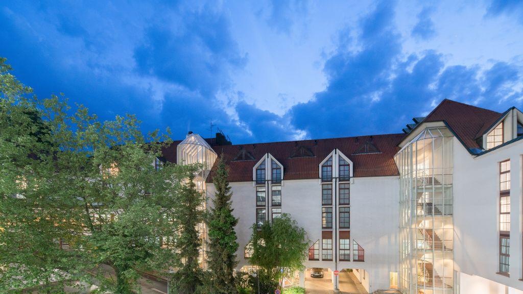 Best Western Plus Hotel am Schlossberg Nuertingen Hotel outdoor area - Best_Western_Plus_Hotel_am_Schlossberg-Nuertingen-Hotel_outdoor_area-124.jpg