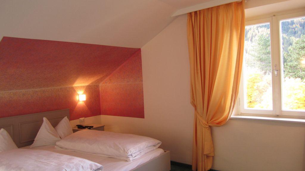 Schuster Hotel Brenner Colle Isarco Dreibettzimmer - Schuster_Hotel-Brenner_-_Colle_Isarco-Dreibettzimmer-2350.jpg