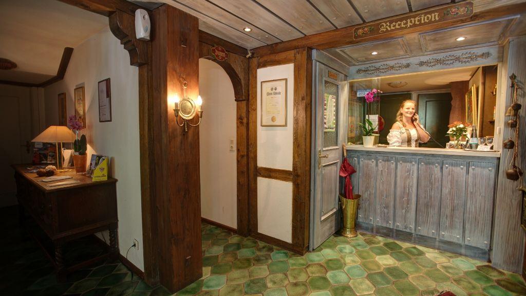 Stollen Schwarzwaldhotel Gutach im Breisgau Hall - Stollen_Schwarzwaldhotel-Gutach_im_Breisgau-Hall-1-3857.jpg