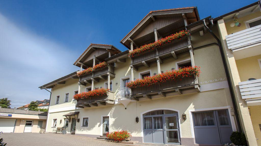 Hoelzer Braeu by Lehmann Hotels Ebersberg Hotel outdoor area - Hoelzer_Braeu_by_Lehmann_Hotels-Ebersberg-Hotel_outdoor_area-1-5099.jpg