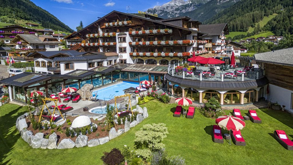 Relais Chateaux Hotel Jagdhof Neustift Hotel outdoor area - Relais_Chateaux_Hotel_Jagdhof-Neustift-Hotel_outdoor_area-1-13629.jpg