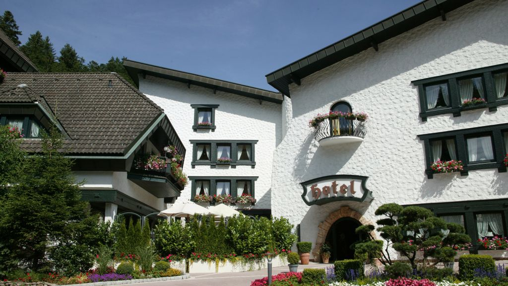 Sackmann Romantik Hotel Baiersbronn Aussenansicht - Sackmann_Romantik_Hotel-Baiersbronn-Aussenansicht-15640.jpg