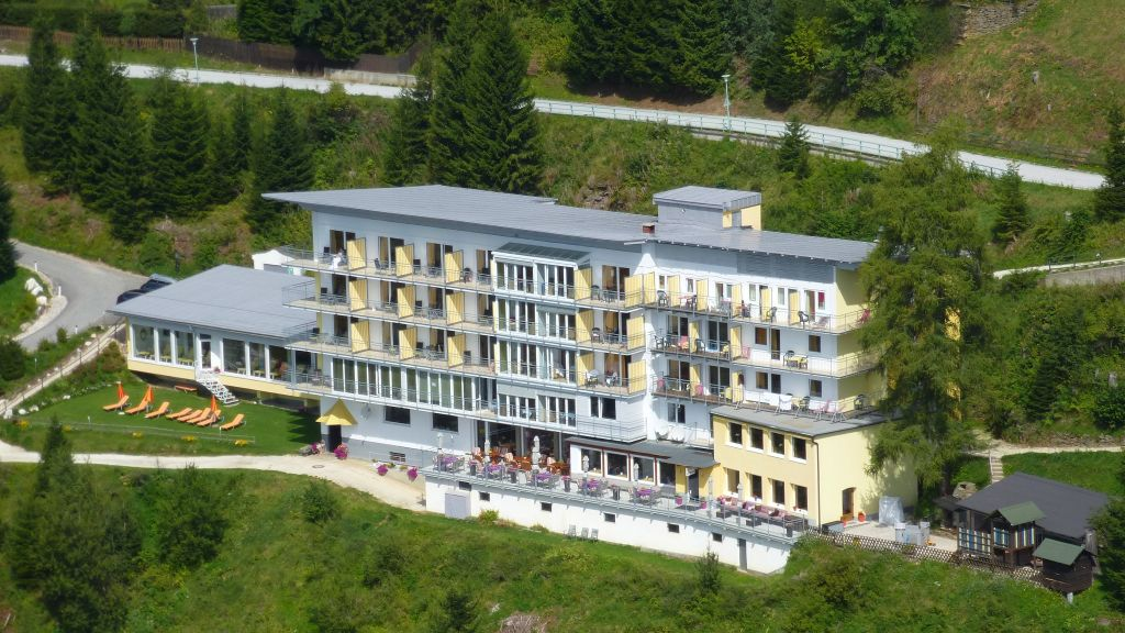 Sonnenhotel Zaubek Villach Aussenansicht - Sonnenhotel_Zaubek-Villach-Aussenansicht-3-25702.jpg