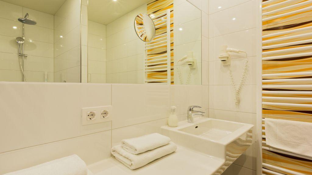 Motel Baden Baden bei Wien Bathroom - Motel_Baden-Baden_bei_Wien-Bathroom-3-25853.jpg