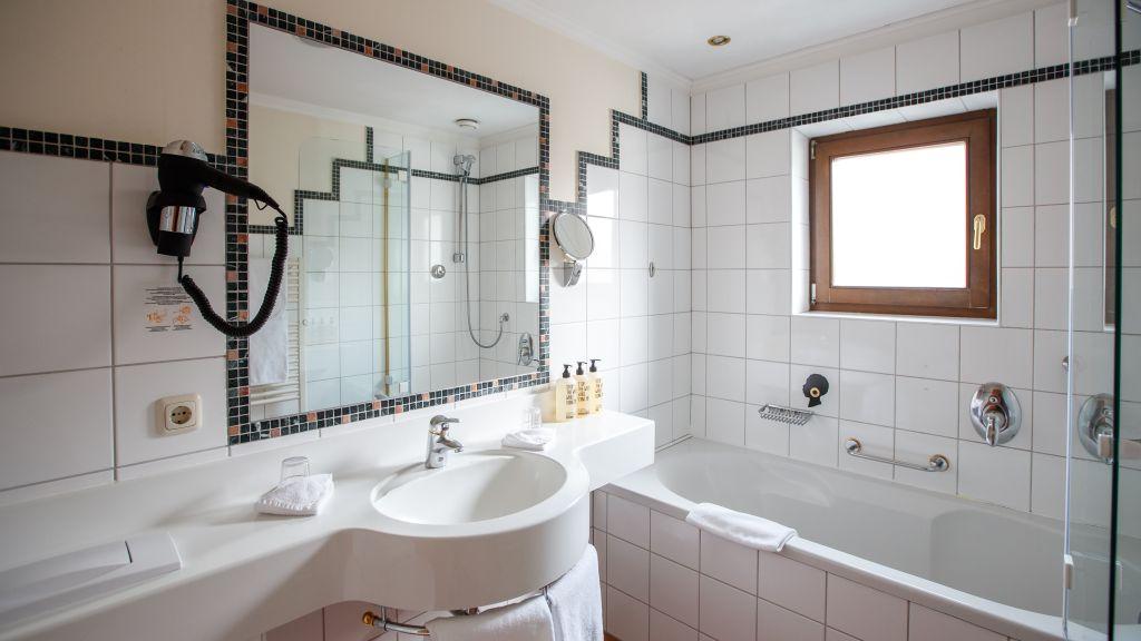 Mohrenwirt Fuschl am See Badezimmer - Mohrenwirt-Fuschl_am_See-Badezimmer-3-25944.jpg