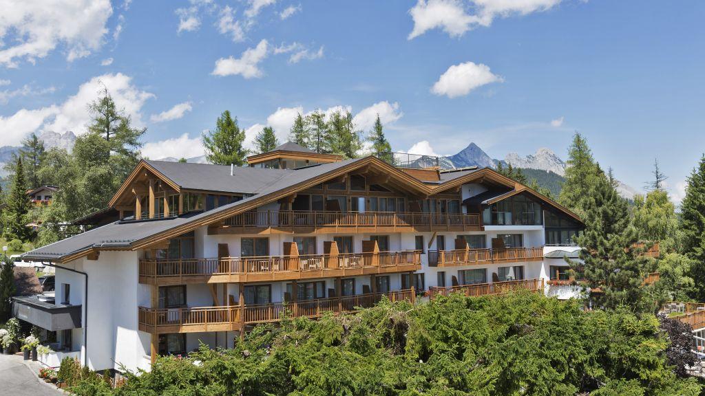 Natur Spa Hotel Laerchenhof Seefeld in Tirol Aussenansicht - Natur_Spa_Hotel_Laerchenhof-Seefeld_in_Tirol-Aussenansicht-1-26210.jpg
