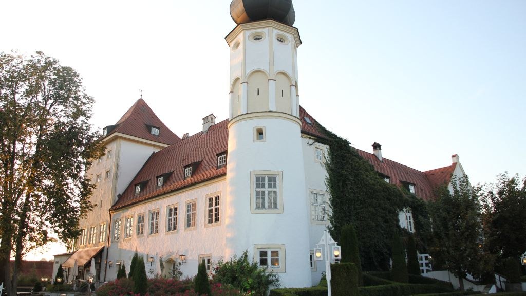 Schlosshotel Neufahrn Neufahrn in Niederbayern Exterior view - Schlosshotel_Neufahrn-Neufahrn_in_Niederbayern-Exterior_view-3-26783.jpg