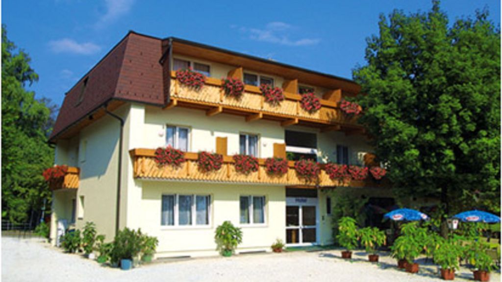 Hudelist Hotel Krumpendorf am Woerthersee Exterior view - Hudelist_Hotel-Krumpendorf_am_Woerthersee-Exterior_view-1-29000.jpg