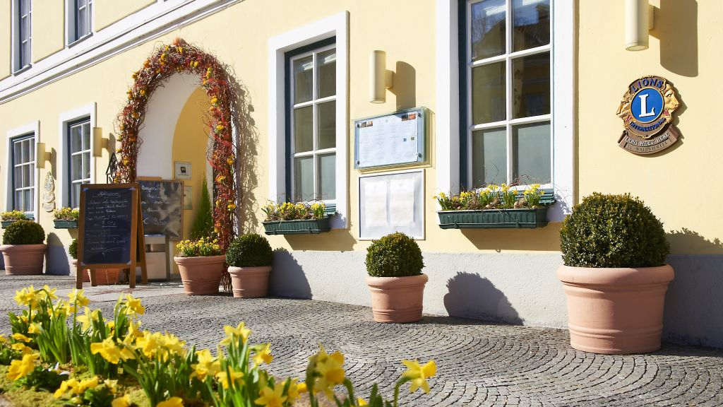 Goldener Stern Romantik Hotel Gmuend Aussenansicht - Goldener_Stern_Romantik_Hotel-Gmuend-Aussenansicht-35130.jpg