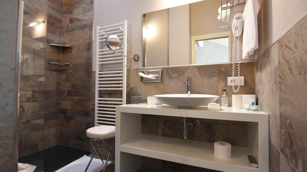 Camin Hotel Colmegna Luino Bathroom - Camin_Hotel_Colmegna-Luino-Bathroom-2-36047.jpg