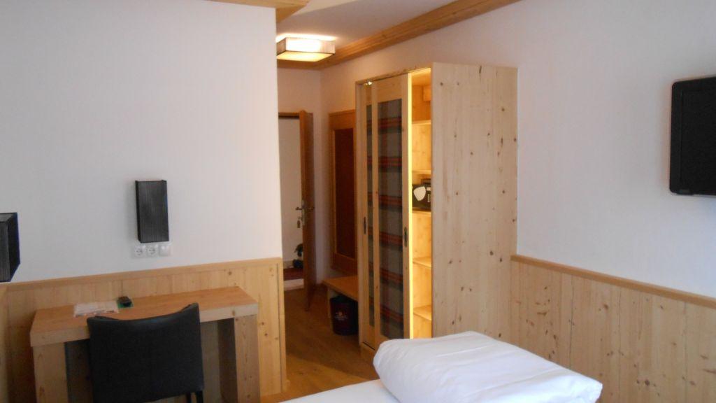Bierwirt Innsbruck Double room standard - Bierwirt-Innsbruck-Double_room_standard-2-40287.jpg