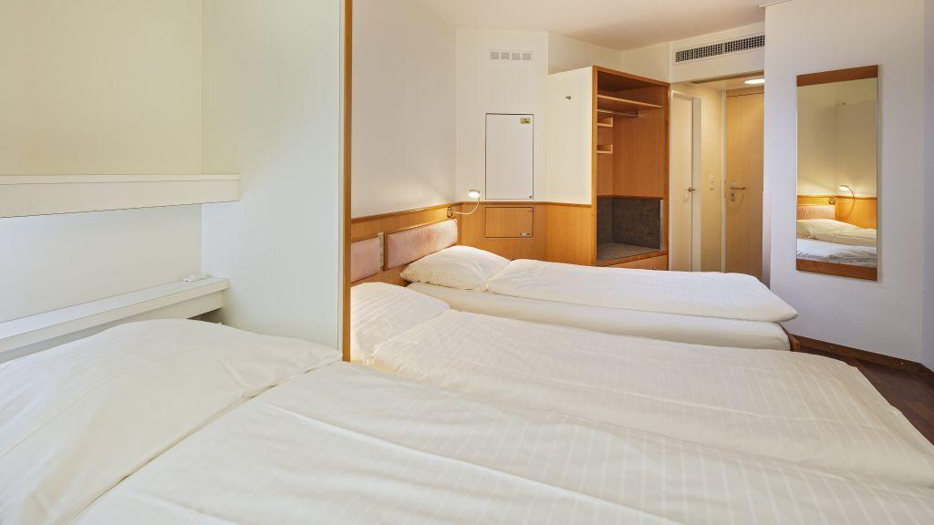Welcome Inn Kloten Triple room - Welcome_Inn-Kloten-Triple_room-1-64364.jpg