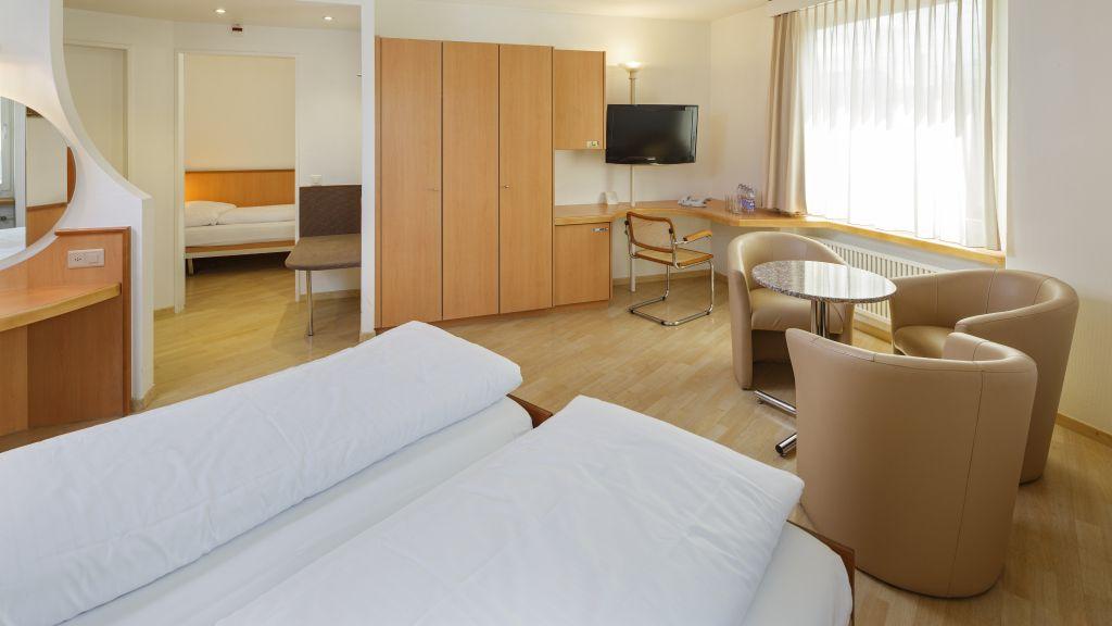 Welcome Inn Kloten Four bed room - Welcome_Inn-Kloten-Four-bed_room-64364.jpg