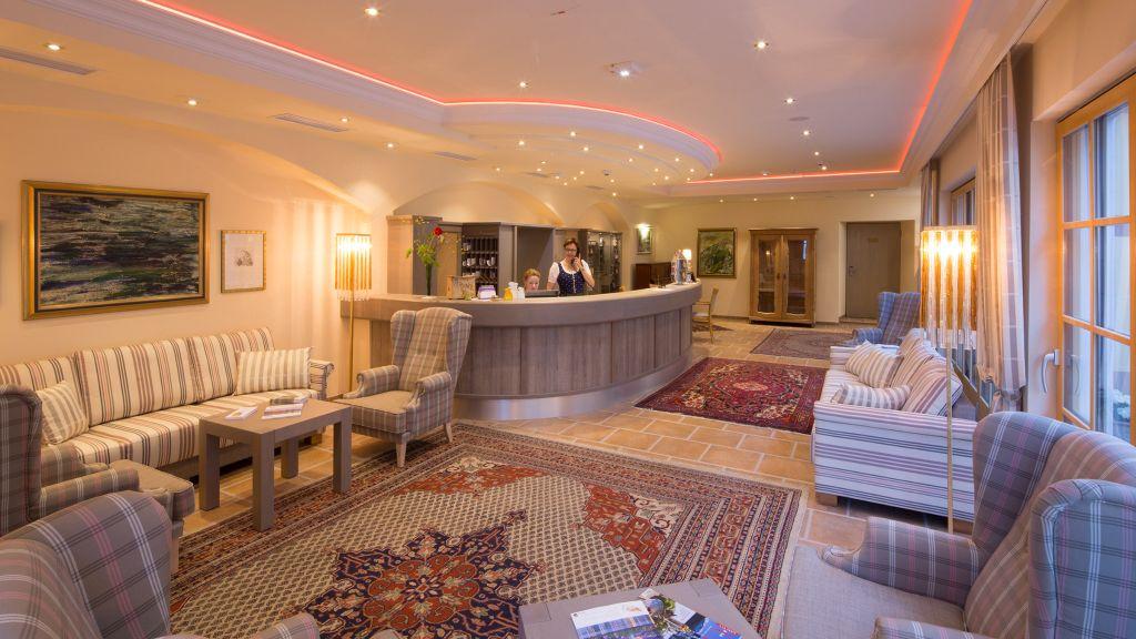 Zum Schwarzen Baeren Hotel Restaurant Emmersdorf an der Donau Hotelhalle - Zum_Schwarzen_Baeren_Hotel-Restaurant-Emmersdorf_an_der_Donau-Hotelhalle-65195.jpg