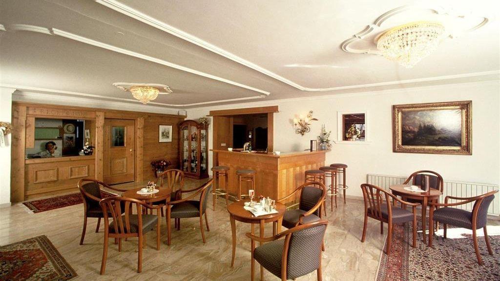 Helga Seefeld in Tirol Hotelhalle - Helga-Seefeld_in_Tirol-Hotelhalle-78702.jpg