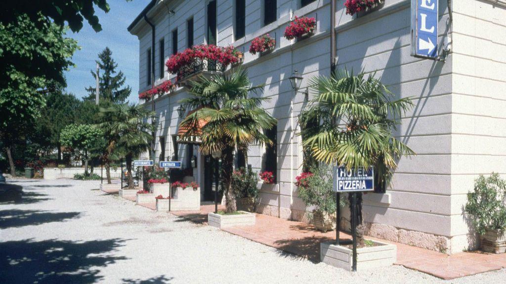 Dogana Sirmione Hotel outdoor area - Dogana-Sirmione-Hotel_outdoor_area-81977.jpg