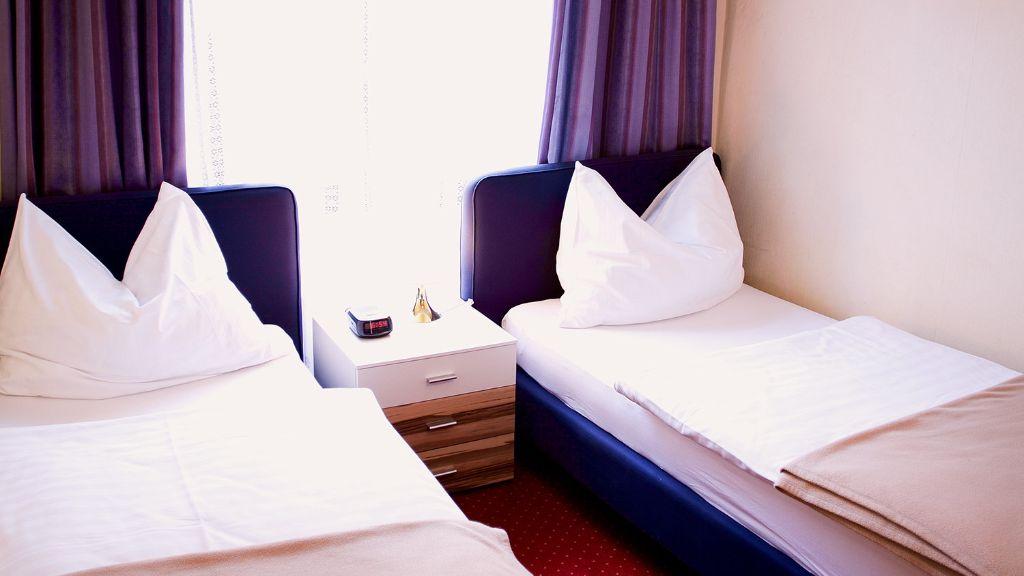 Hotel Alter Telegraf Graz Triple room - Hotel_Alter_Telegraf-Graz-Triple_room-1-143257.jpg
