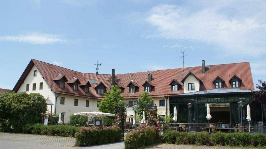 Hofmeier Landgasthof Neufahrn bei Freising Hetzenhausen Exterior view - Hofmeier_Landgasthof-Neufahrn_bei_Freising_-_Hetzenhausen-Exterior_view-3-164612.jpg