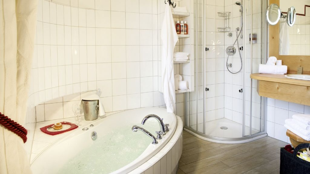 Almwellness Resort Tuffbad Sankt Lorenzen im Lesachtal Lesachtal Bathroom - Almwellness_Resort_Tuffbad-Sankt_Lorenzen_im_Lesachtal_Lesachtal-Bathroom-169373.jpg