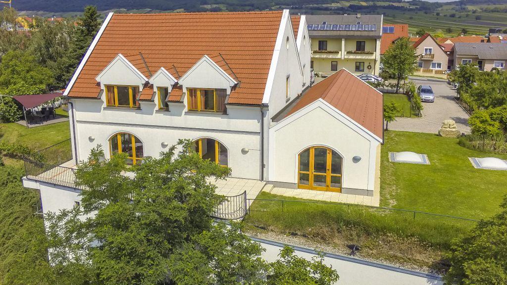 Weingut Pension zum Seeblick Familie Sattler Jois Hotel outdoor area - Weingut_Pension_zum_Seeblick_Familie_Sattler-Jois-Hotel_outdoor_area-172702.jpg