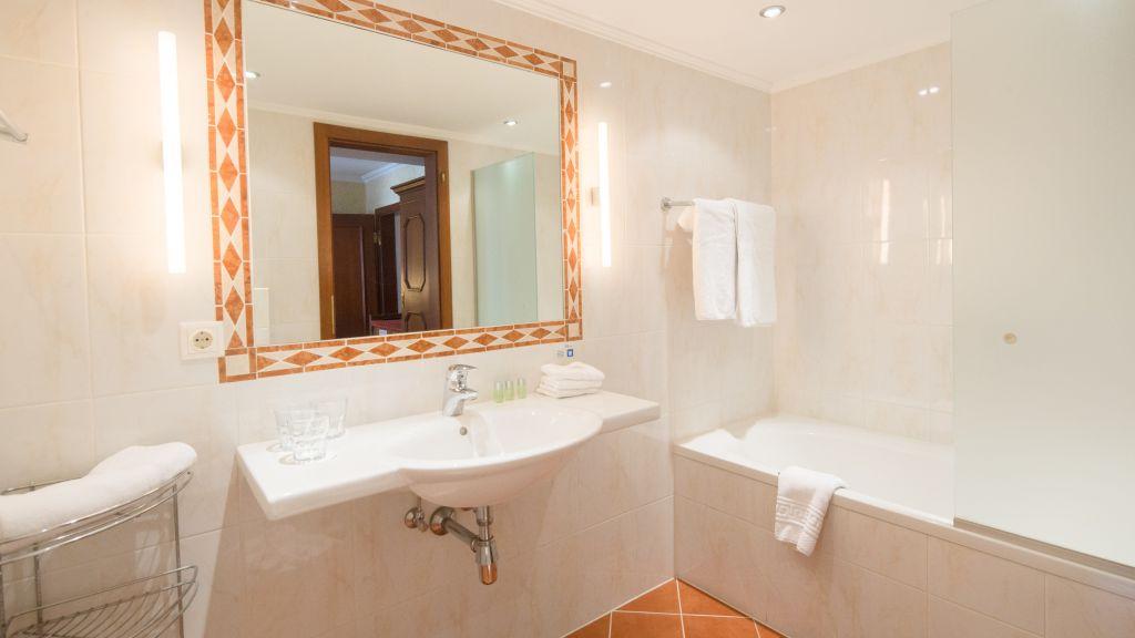 Koreth Gasthof Innsbruck Bathroom - Koreth_Gasthof-Innsbruck-Bathroom-175224.jpg