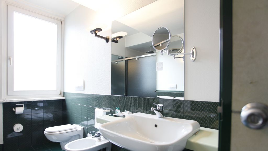 Buonconsiglio Trento Bathroom - Buonconsiglio-Trento-Bathroom-1-250401.jpg