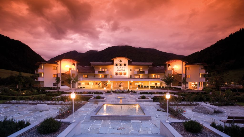 Deluxe Hotel Spa Resort Alpenpalace Valle Aurina Exterior view - Deluxe_Hotel_Spa_Resort_Alpenpalace-Valle_Aurina-Exterior_view-7-391906.jpg