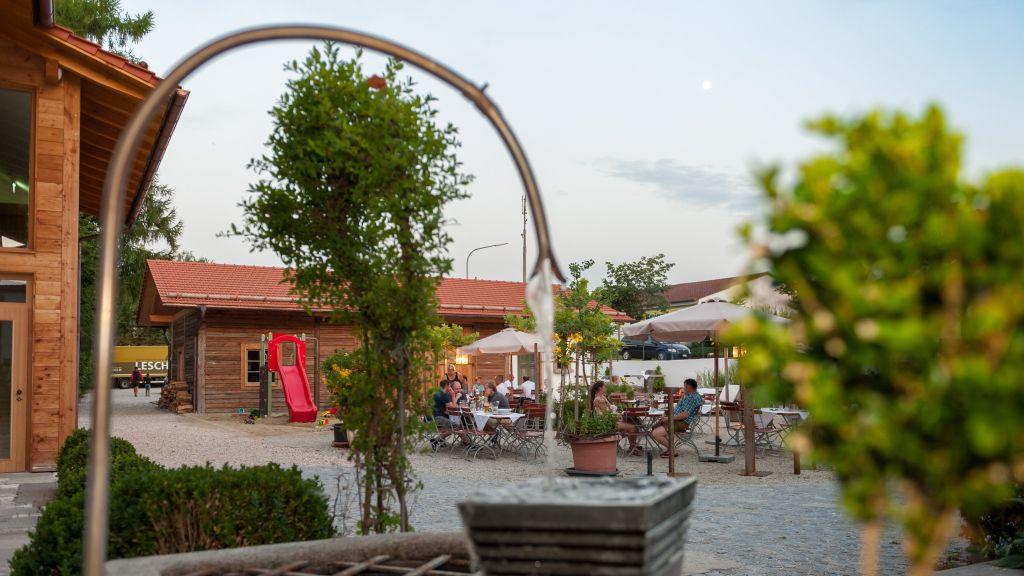 Forstnerwirt Rottenburg an der Laaber Hotel outdoor area - Forstnerwirt-Rottenburg_an_der_Laaber-Hotel_outdoor_area-3-407780.jpg
