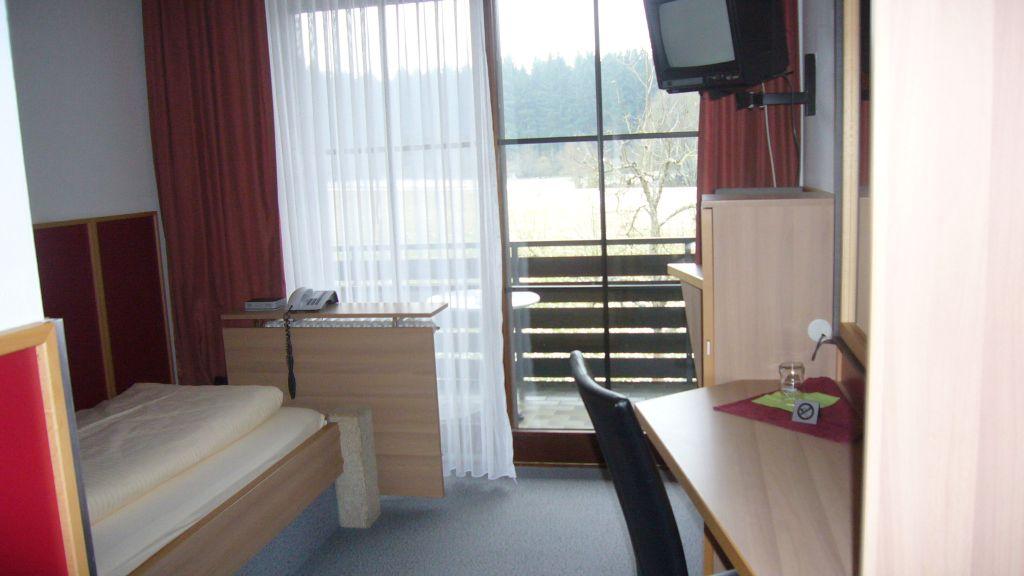 Waldgasthof zum Gelaender Schernfeld Einzelzimmer Standard - Waldgasthof_zum_Gelaender-Schernfeld-Einzelzimmer_Standard-2-421297.jpg